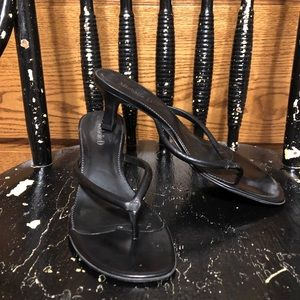 Black leather size 8.5 kitten heel